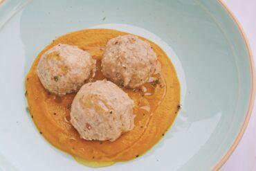 Polpette di pane allo speck e formaggio di fossa