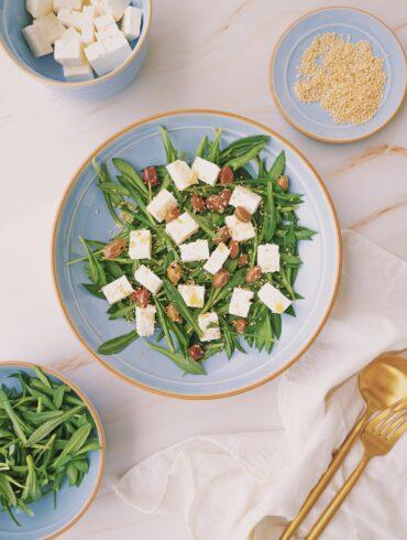 stridoli, feta, olive, sesamo, saladuau