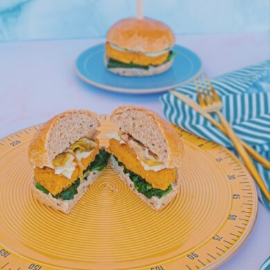 Hamburger di ceci, spinaci, cipollotti e provola del montefeltro