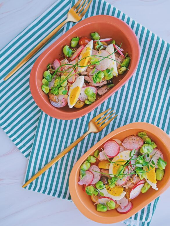 insalata uovo sodo, fave, ravanelli, datterini, tonno