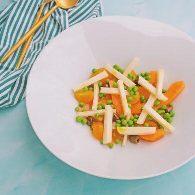 Melone, piselli e formaggio